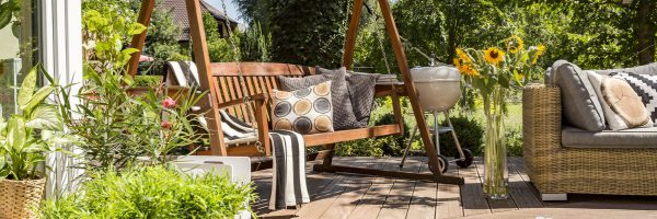 Comfortable and Budget Friendly Outdoor Living Space Ideas